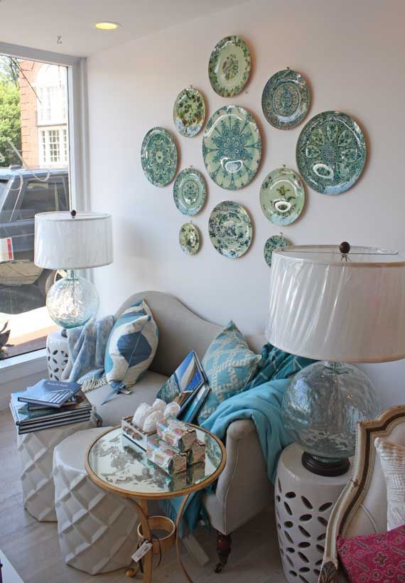 gorgeous plates on the wall....could also pick up some cool plates from Homegoods