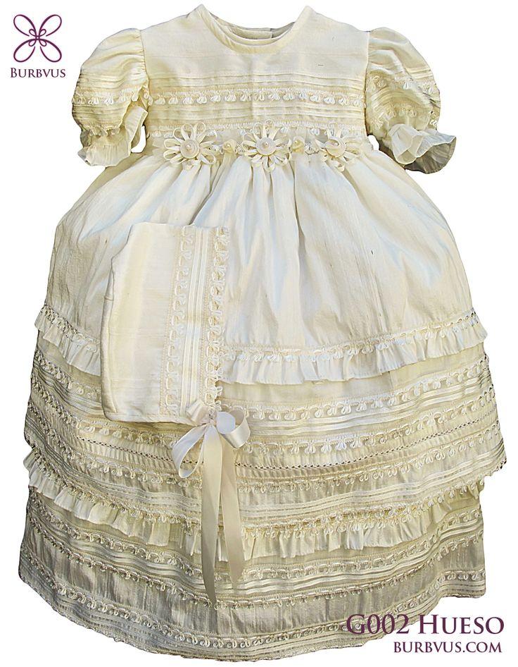 #Ropon para niña modelo G002 en seda color marfil. Uno de los clasicos y mas elegantes. #burbvus #bautizo