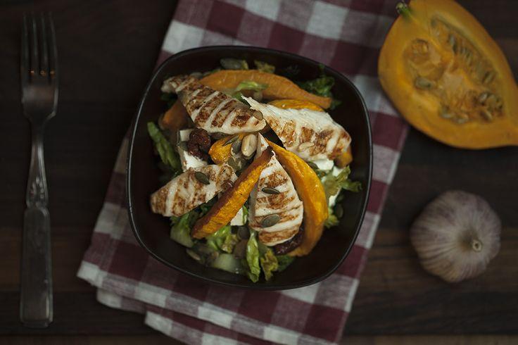 Varm salat med græskar og kylling