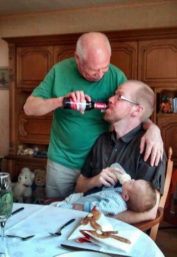 Gli uomini non crescono cambiano bottiglia (10 Foto)
