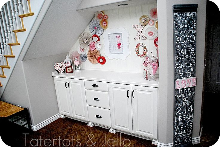 What a GREAT use of space!Valentine'S Day, Valentine Vignettes, Spaces, Crafts Ideas, Basements Step, Under Stairs, Basements Ideas, Step Ideas, Paper Rosettes