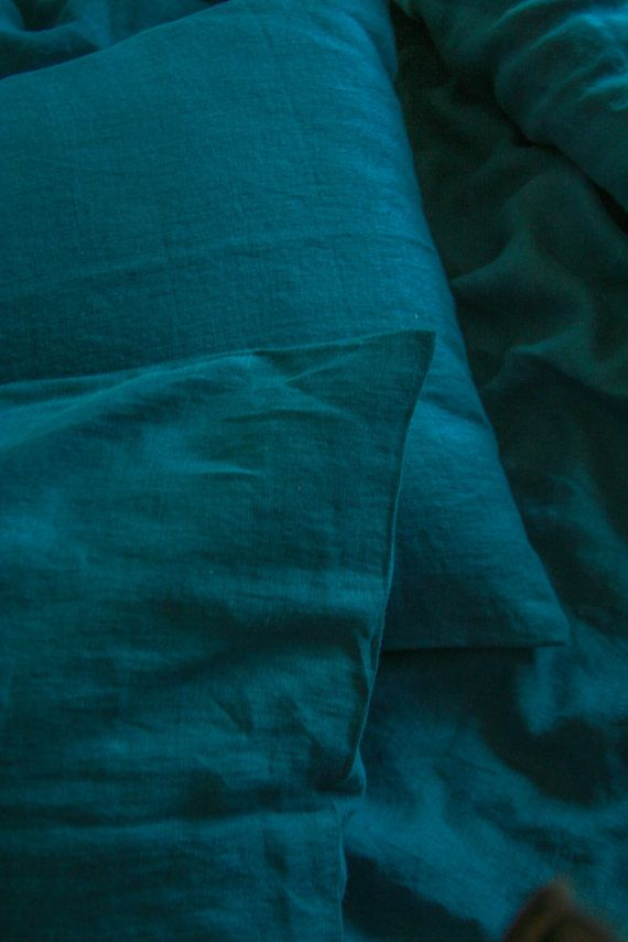Amazing blue/green sea ( dark teal) color in your bedroom will make it look so special and luxurious. Made of natural linen that is specially softened to make your sleeping experience super comfortable and unique. This dark teal duvet will be an investment for life, as we use the highest quality fabrics, that will not get holes or wear off. The color is very unique- it is mainly blue, but has a teal and green undertones to it . Linen is best known as ecological, and highly breathable mat...
