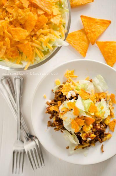 Sałatka chili con carne z nachosami