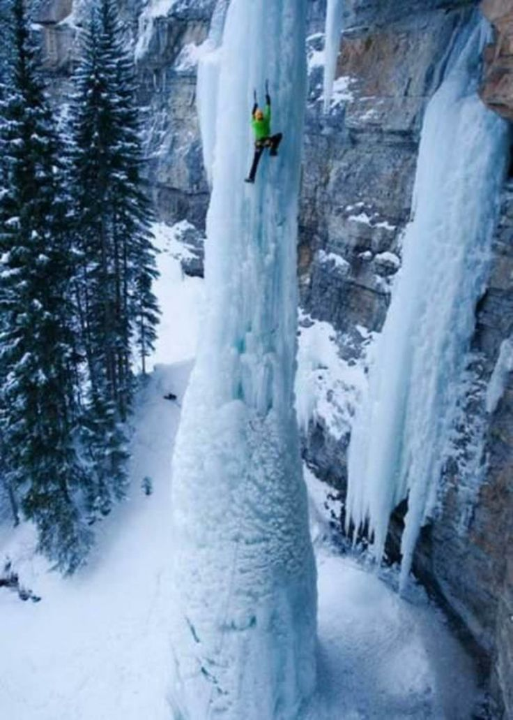 Climbing to Frozen Falls Fang - Colorado