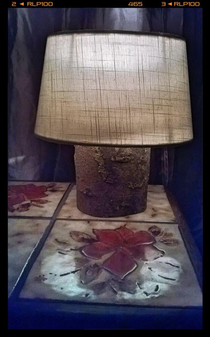 Lampje van een dikke boomtak. @Christie M 87. Volg ons op Facebook.