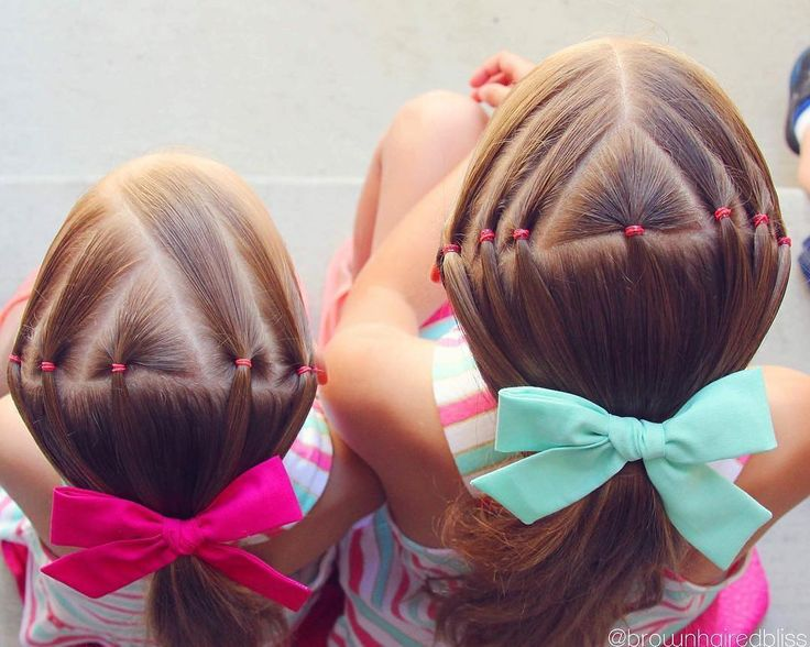 "2,383 curtidas, 21 comentários - ANGIE SMITH • HAIR TUTORIALS (@brownhairedbliss) no Instagram: ""Fun style on the girls from this summer with their @labellebaby bows. I'm having an awesome…"""