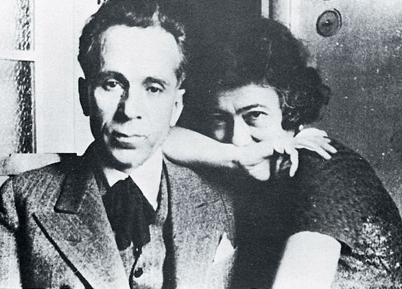 Κώστας Βάρναλης και η σύζυγός του, η ποιήτρια Δώρα Μοάτσου-Βάρναλη