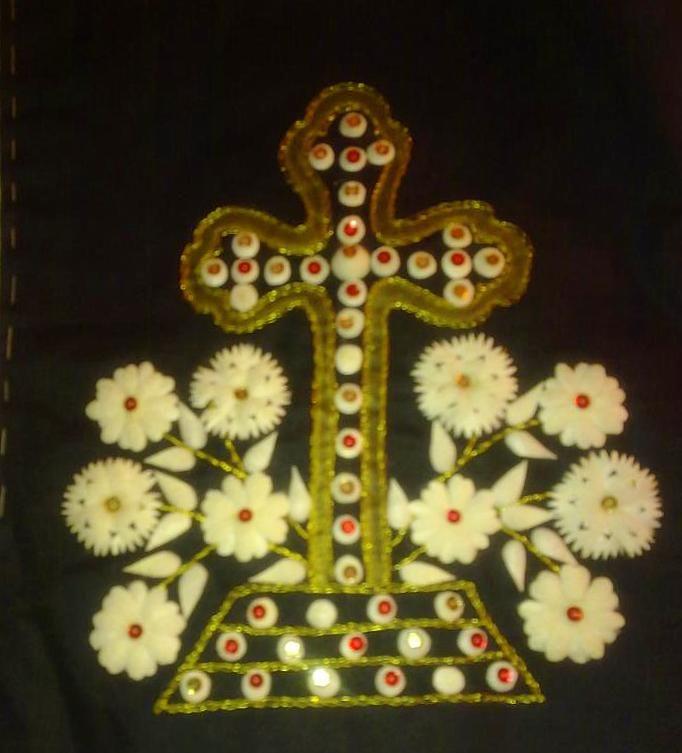 Το ιερό σύμβολο του σταυρού,στολισμένο με κουκούλια.!https://www.facebook.com/118854448306791/photos/a.118860904972812.1073741831.118854448306791/118861341639435/?type=3&theater
