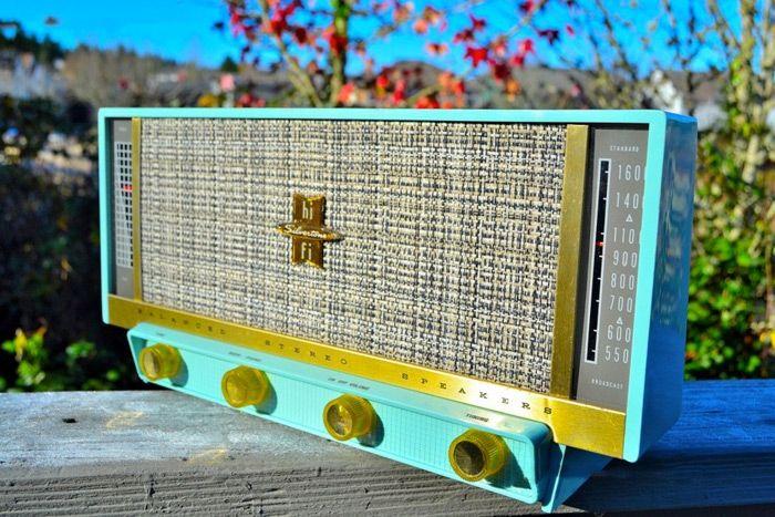 Guarda queste bellissime radio d'epoca perfettamente restaurate: Silvertone - PLAN 9 FROM OUTER SPACE, 1957