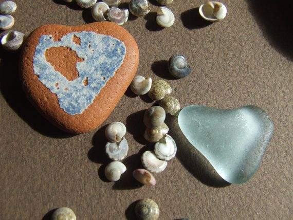Hearts mixed sea glass and ceramics  SM001 di GlassAndSeaStones, €7.00