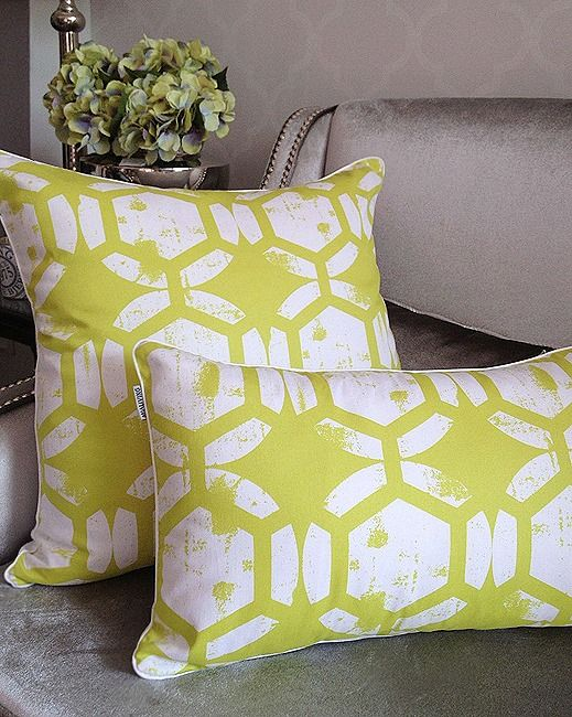 Mialiving geometric lime pillows #MIALIVING #pillows Photo was taken in @华华 GREY New York Style Interiors Warsaw