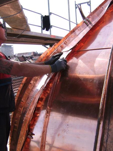 Spenglerarbeiten an der Dach-Metallverkleidung durch die J. Clauss GmbH Bedachungen in München (80634)   Dachdecker.com
