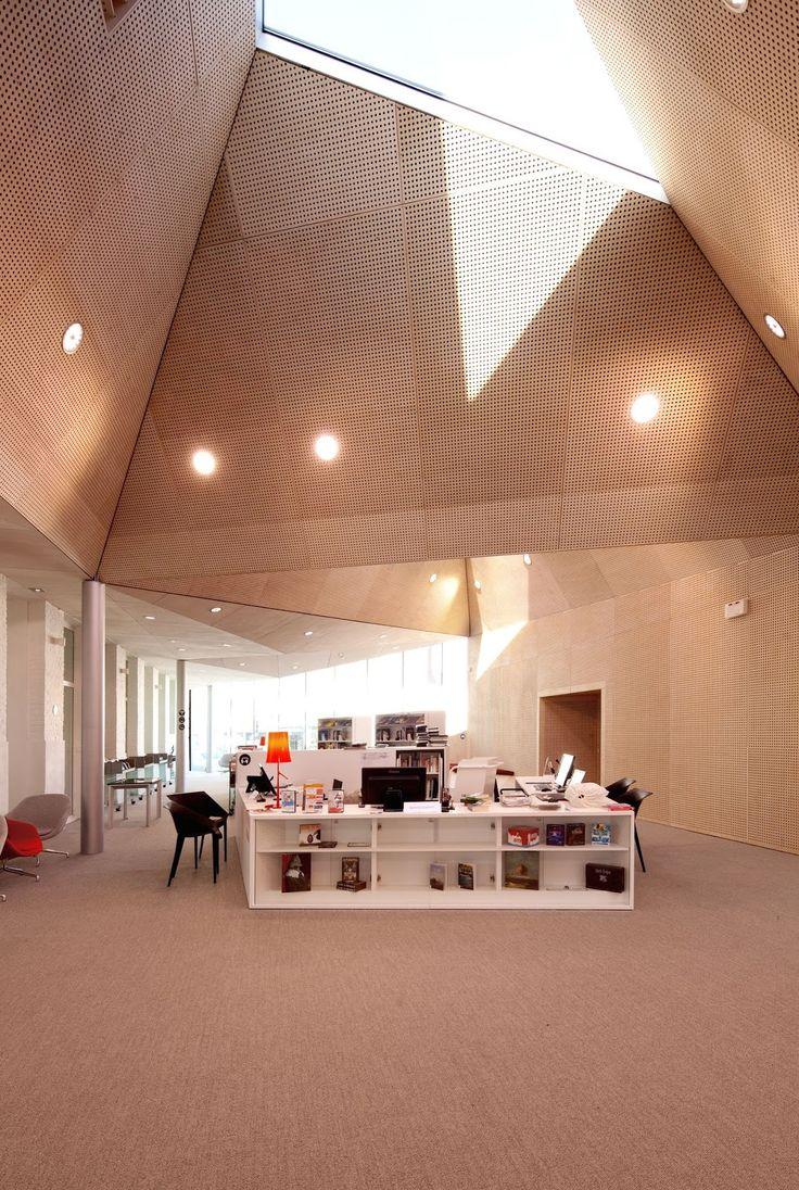 a f a s i a: TANK Achitectes #structuur #dak #bibliotheek #oudnieuw #dakvorm #lichtinval #daklicht #geperforeerd #plafond #verlichting