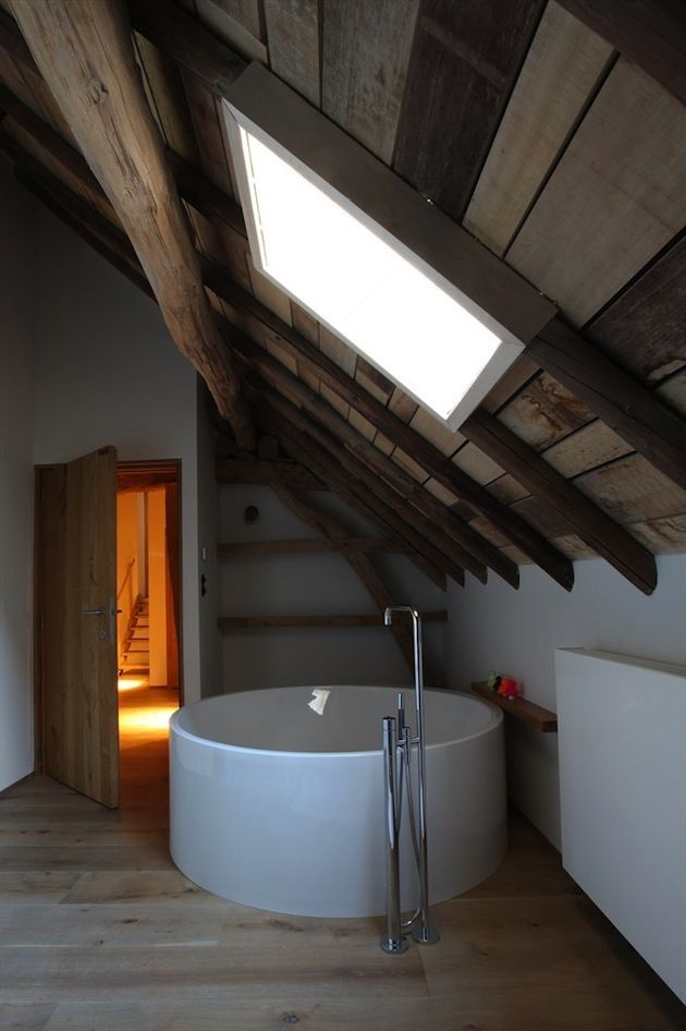 WABI SABI - simple, organic elegance the Scandinavian way.: Architecture: Rabbit Hole, Bath Tubs, Attic Spaces, Bathtubs, Interiors Design, Sky Lights, Bathroom Ideas, Skylight, Attic Bathroom
