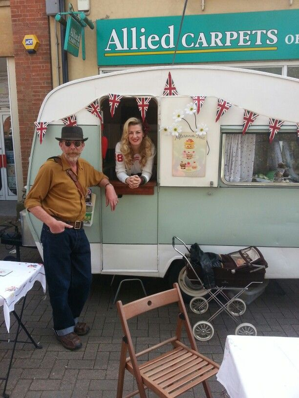 Vintage caravan selling cupcakes and tea