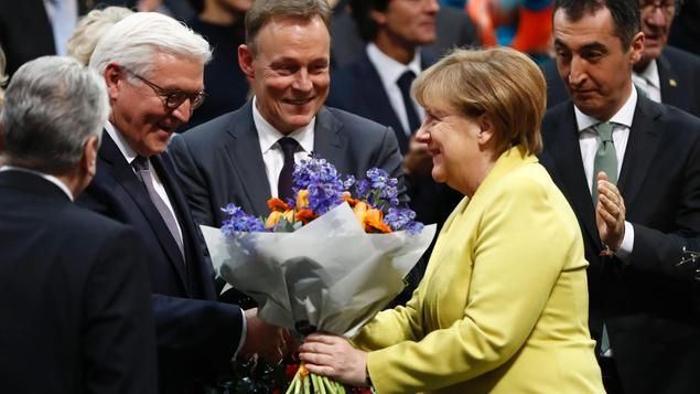 931 Stimmen erhielt der SPD-Politiker am Sonntag im ersten Wahlgang der Bundesversammlung. Norbert Lammert warnte in der Eröffnung vor Abschottung Deutschlands. Die Entwicklungen im Liveblog.