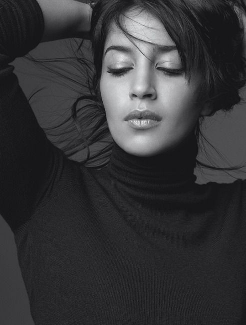 Leïla Bekhti icône beauté de Inopia Cosmetique https://www.inopiacosmetique.fr/