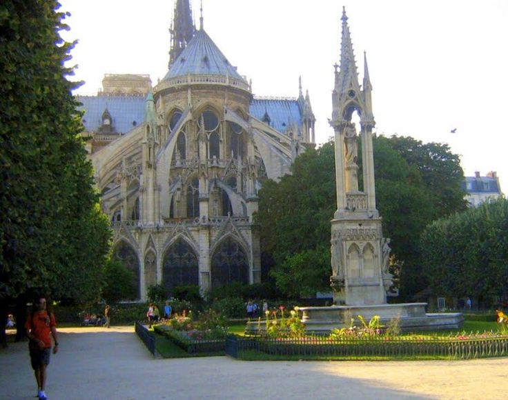 The majestic east end of Notre Dame Cathedral with it's magnificent flying butresses which span 15 metres  This is the prettier end - being much softened by the  Square-Jean XIII Jardin and Fontaine de L'archevêché.