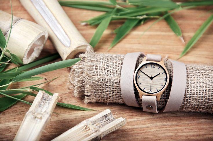 """Bambusur med Beige læderrem """"Wrap"""". Nu varer det ikke længe før webshoppen http://www.bamboorevolution.dk/ åbner - og de smukke ure af træ, med en holdbar læderrem bliver lanceret, og bambusuret kommer til Danmark. Hold øje med den nye webshop!"""