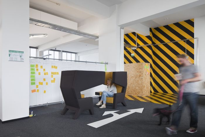 143 best signaletique graphics et wallpaper images on pinterest design offices bureaus and. Black Bedroom Furniture Sets. Home Design Ideas