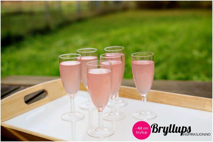 Velkomstdrink: Sprudlende sommerfryd Server denne nydelige drinken som velkomstdrink!