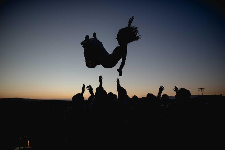 Novia volando en Valle de Guadalupe, Baja California Sur.   #DestinationWedding #FotógrafoDeDestino