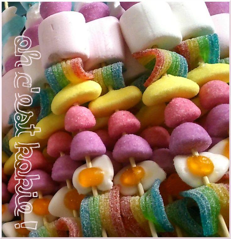Des brochettes de bonbons pour faire plaisir aux copains et aux copines de l'école demain ! Et oui ma mini-poulette va bientôt fêter ses...