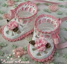 Modelos bellísimos de escarpines o patucos para bebé, con detalles en moños de seda, perlas y cintas.   Te comparto varias fotos para que...