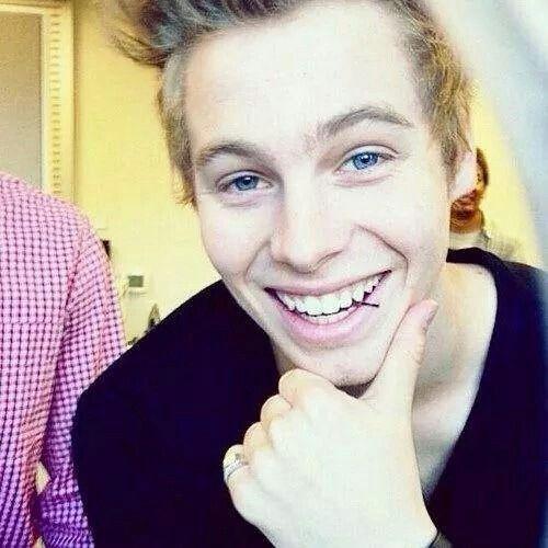His smileeeeee