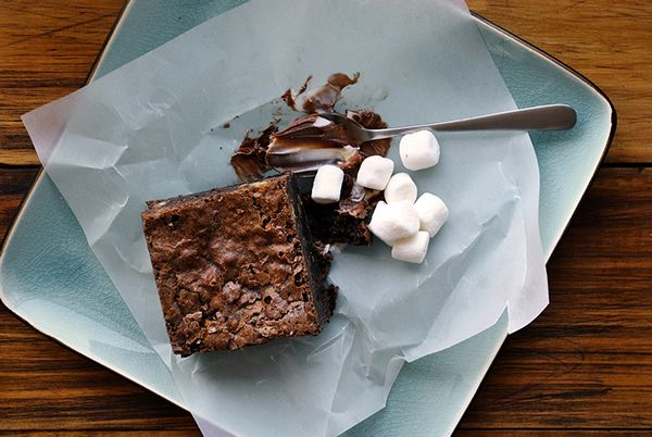 Brownies by The Little Black Fork, via Behance Mateo Gajardo / FoodStyling / Photographer / Art Director
