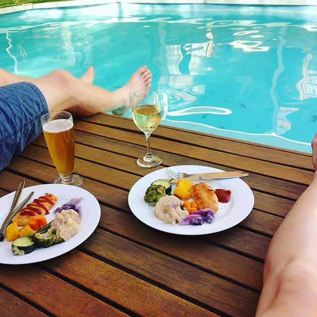 Now this is THE WAY to spend New Year's Eve on a steaming hot day #poolside #partytime #happylife #wineandbeer #heandshe #heandsheeatclean #thatsdarling #holidays #thelife #cooltimes #loveit HAPPY NEW YEAR EVERYONE MAKE THE NEXT ONE KILLER!!