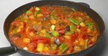 Sastojci    200g mrkve,    2-3 veća paradajza (250 – 300 g),    3 paprike ( 300 g ),    200 g crnog luka,    0.5 kg bijelog mesa,    1...