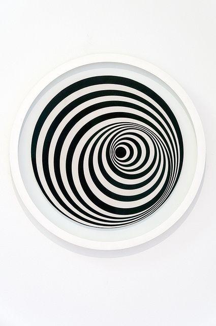 Bridget Riley - Uneasy Centre, 1963    acrylverf op paneel  acrylic on panel    Gemeentemuseum Den Haag, 2012