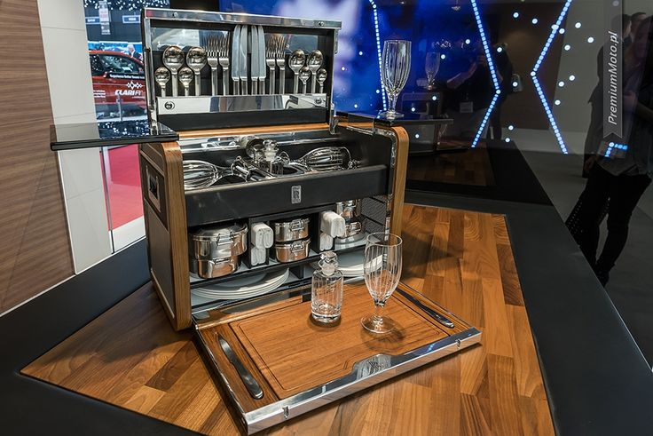 This is what you can find in the trunk of the Roll-Royce #geneva #rolls-royce #picknick