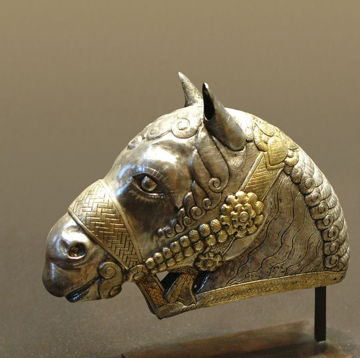 Horse head, gilded silver, 4th century AD, Sassanid art. Found in Kerman, Iran.Photo taken by Jastrow at the Louvre, France.
