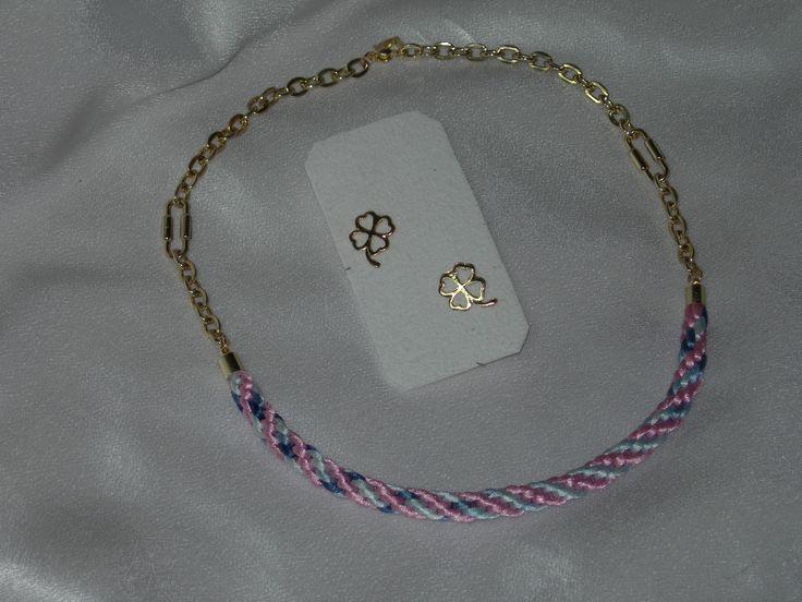 juego de collar y zarcillos elaborados con cola de ratón y cadena