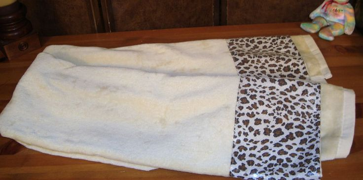 Nice Pair J. Queen N.Y. 100% Cotton Cream Bath Towels W/ Sequined Leopard Print #JQueenNY