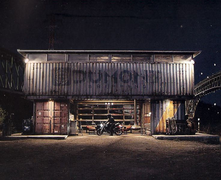 paradis express: Sam's container house in Tron Legacy movie