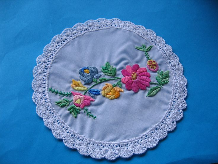 Doily lace with Hungarian embroidery
