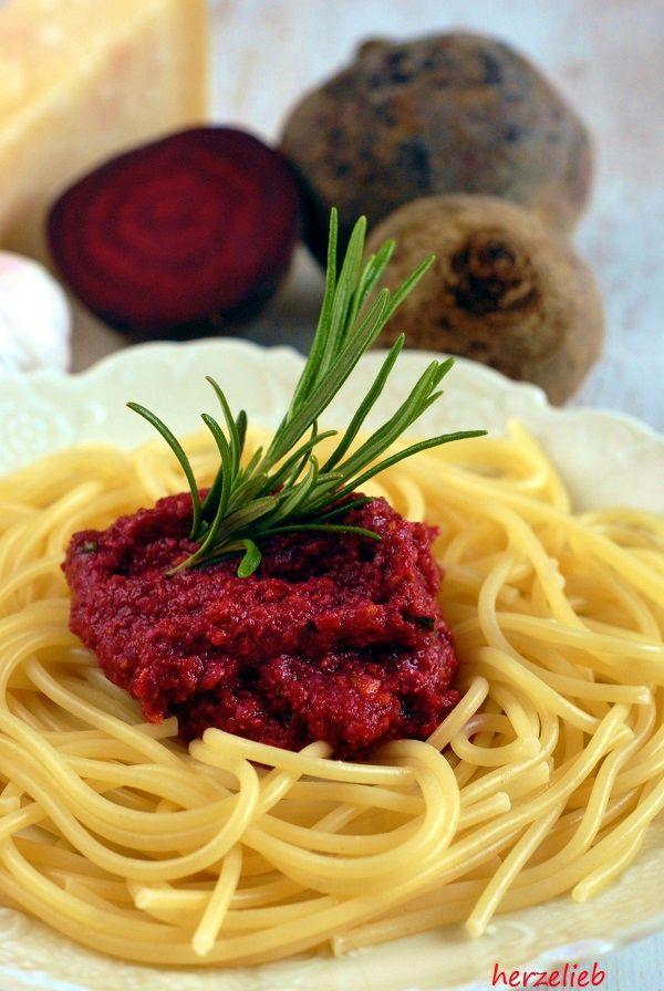Rote Bete Pesto mit Pistazien - lecker zu Nudeln, frischem Weißbrot oder zu Fleisch