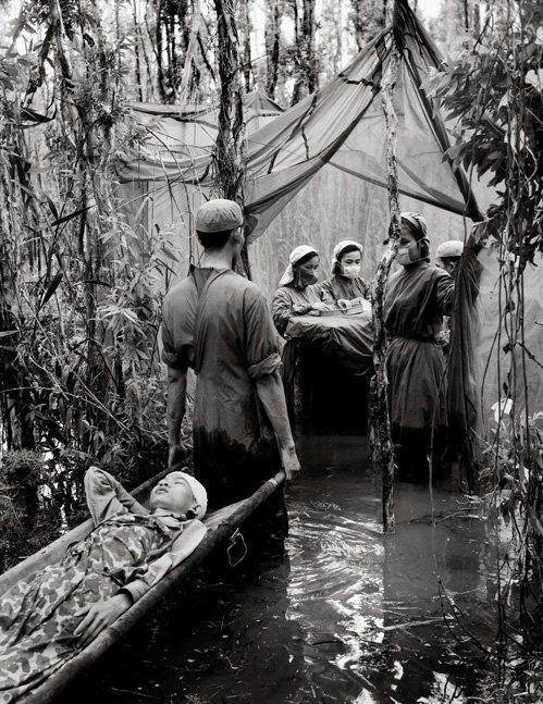 операционная вьетнамских партизан в протоках Меконга в 1970 году. До освобождения Сайгона ещё 5 лет..