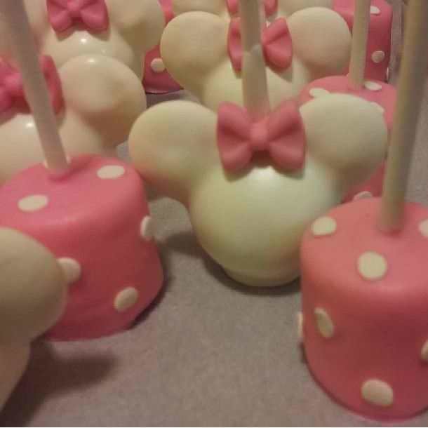 Minnie Mouse cake pops and marshmallows