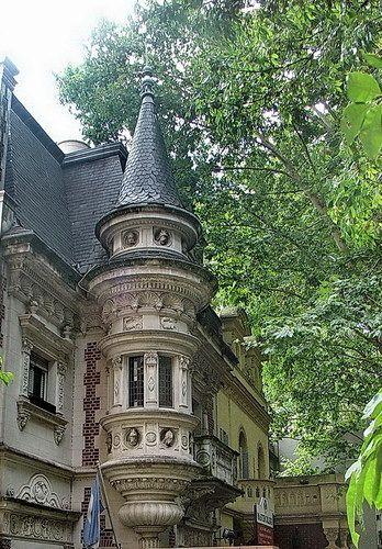 Cupula en un edificio del Barrio de Palermo.-