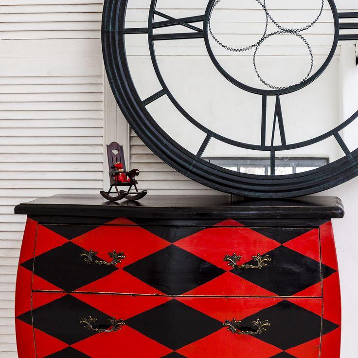 """#комод «Эдисон» (черно-красный ромб), настенное #зеркало «Сен-Лазар» (черный антик), декоративная #игрушка """"Счастье с праздничным бантом"""". #мебель, #интерьер, #декор, #furniture, #objectmechty, #interior"""