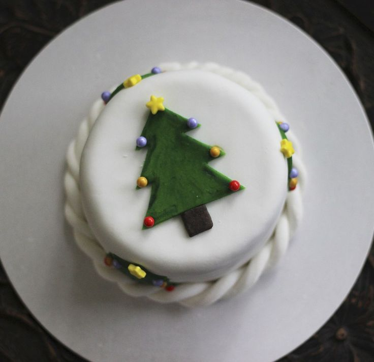 There's a Christmas cake I've been making for years and it's from the Australian Women's Weekly Celebration cookbook. I was first attracted to this recipe because there&#82…
