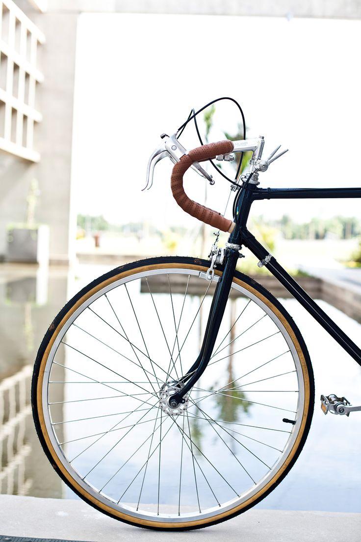 João teve uma bicicleta quando criança. Quando cresceu, ganhou uma Caloi 10. Eram os anos 80. E quando a década virou, lá foi o João comprar uma moutain bike e encostar a Caloi 10 na garagem. Quand…