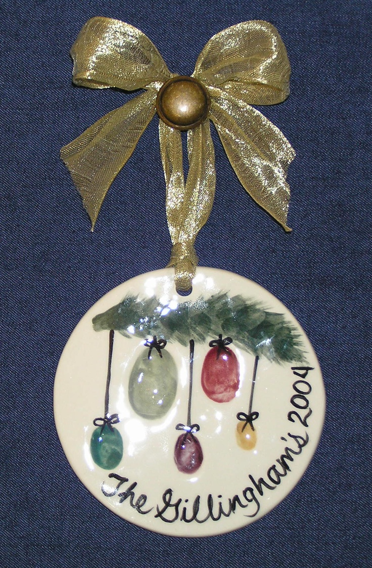 Thumbprint Family Ornament<-----Katherine crawson you guys need to do this with salt dough!
