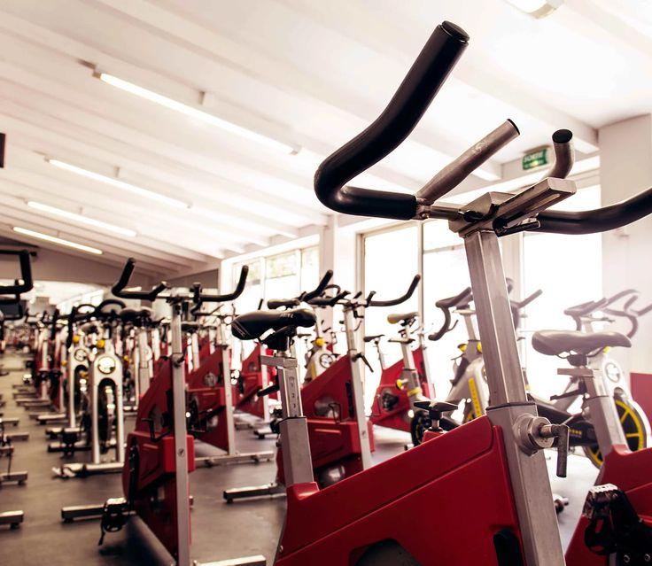 Le RPM™ de LESMILLS est un cours de cyclisme en salle, dans le cadre duquel vous roulez au rythme d'une musique entraînante. Prenez la route avec votre coach !
