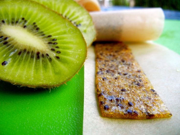 I've got to make some of these!  Kiwi Fruit Leathers www.mygutsy.com