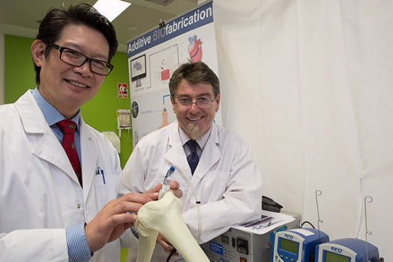 Researchers and surgeons working together to create the #biopen, a hand-held medical device which will revolutionise cartilage repair